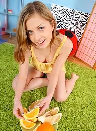 Juicy Orange & Juicy Pussy Teen Porn Pix