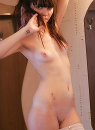 Innocent 18yo Teen Shows Her Pink Shaved Pussy Teen Porn Pix