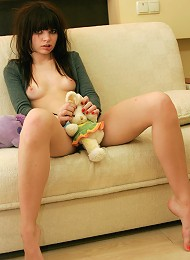 Hot And Sexy 18yo Girl Posing On Her Sofa After Shower Teen Porn Pix
