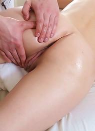 Sexy Gal Gets A Good Relaxing Massage Teen Porn Pix