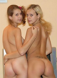 Two Young Amateurs Posing Naked Teen Porn Pix